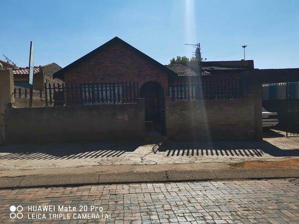 Property For Rent in Mofolo Central, Soweto