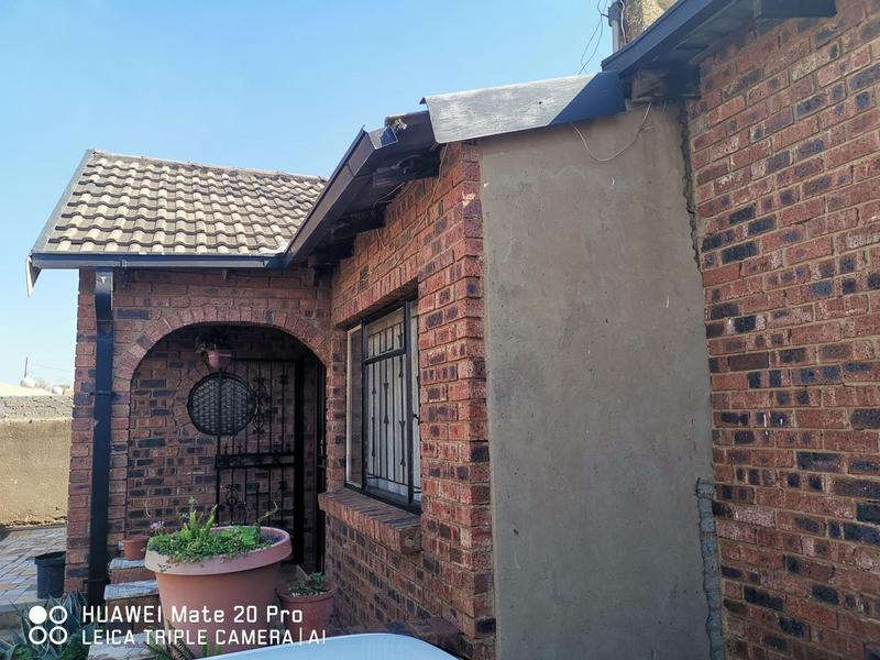 Property For Sale in Mofolo Central, Soweto 11