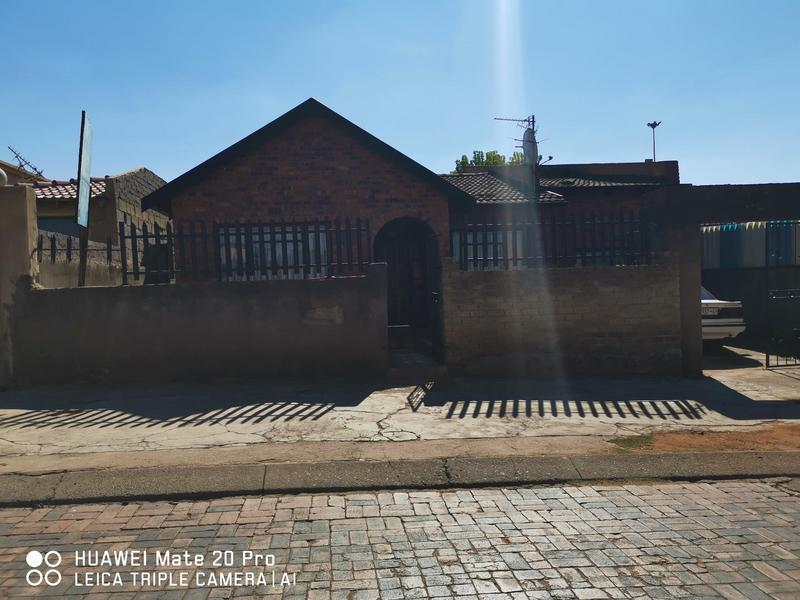 Property For Sale in Mofolo Central, Soweto 1